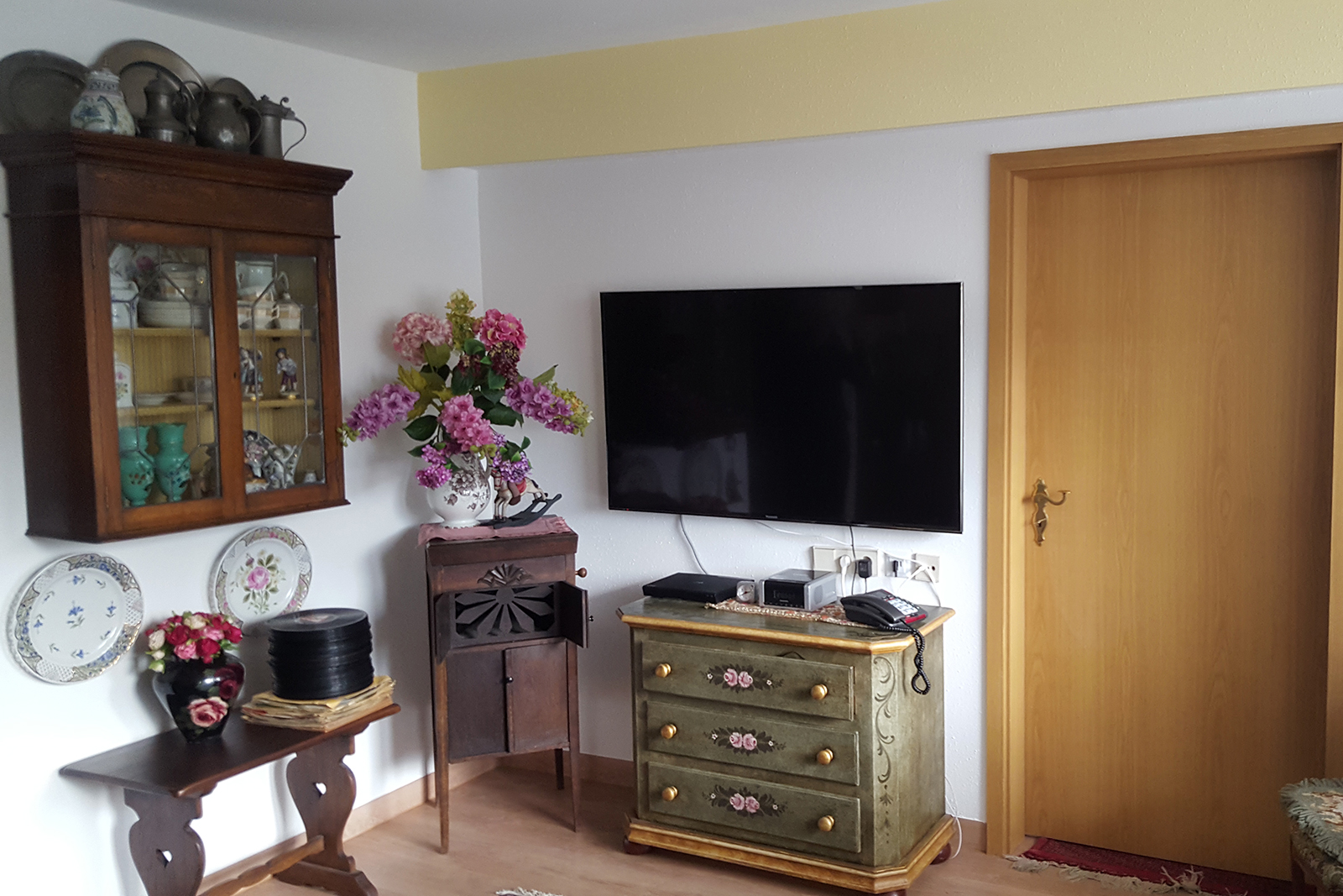 apartments herzogin luisen residenz. Black Bedroom Furniture Sets. Home Design Ideas
